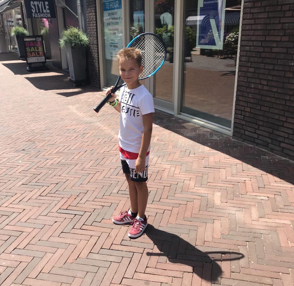 Kyan nieuwe tennisracket Wilson