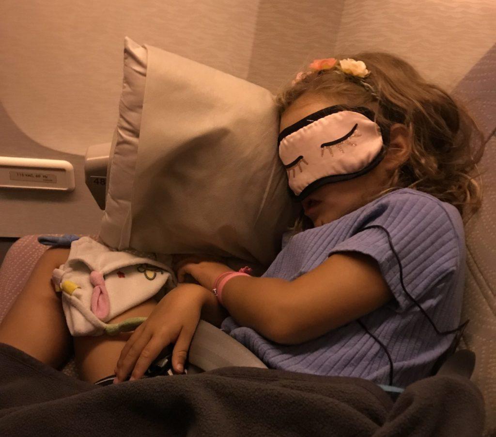 Vliegtuig Nomi slaapt Dusseldorf Dubai