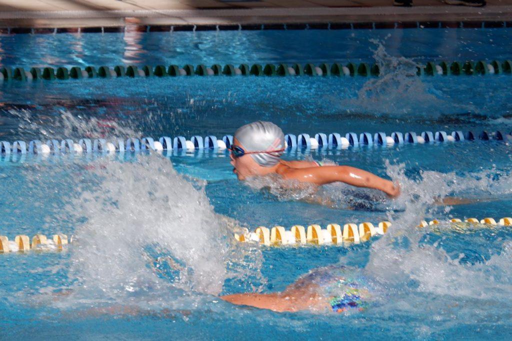 En nog meer Swim Galas voor deze knappe jongen. Zelfs de vlinderslag zwemt hij mee. Topper!