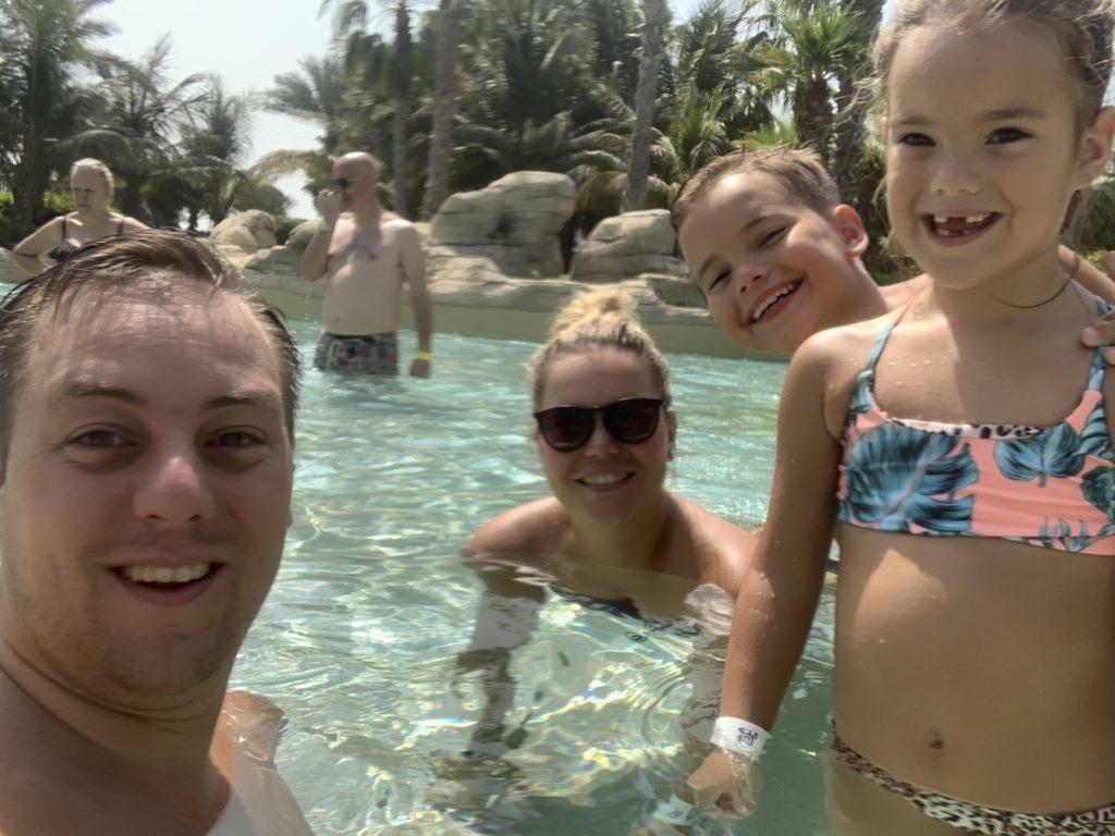 Sinds we een jaarpas hebben bij Aquaventure Atlantis zijn we hier vaak te vinden. Heerlijk lekker zwemmen en de glijbanen af. Wat een feestje voor de kids.