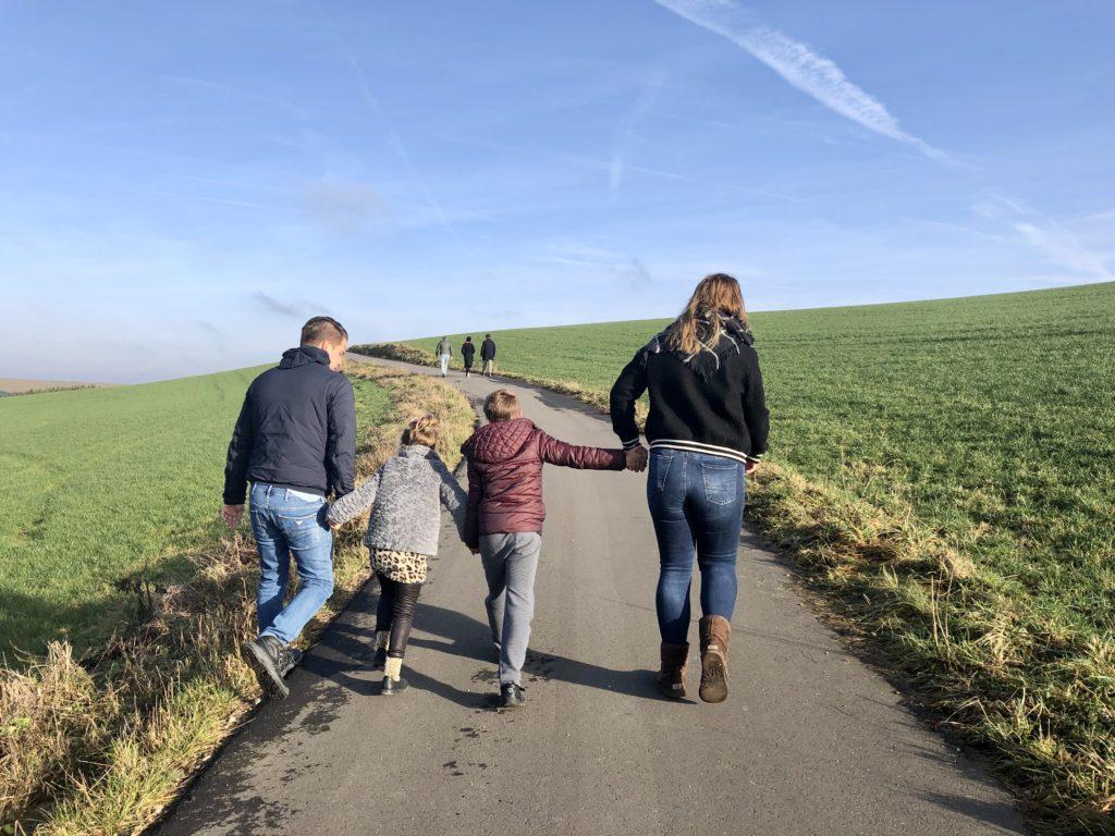 En aangezien Winterberg geen optie was in verband met geen sneeuw gaan we gezellig naar Luxemburg. Hebben we ook nog de mazzel dat de familie helemaal compleet is. Gezellig! We sluiten af met een lekkere wandeling.