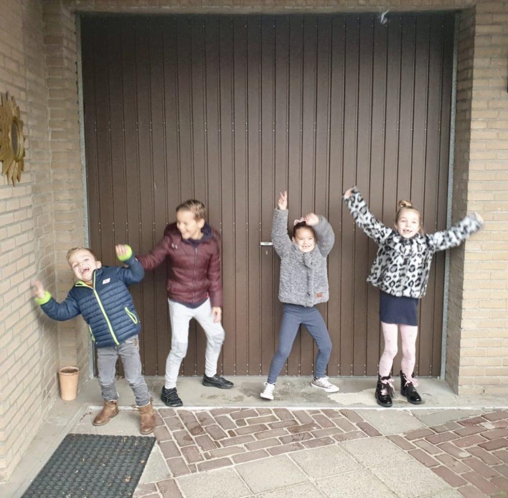 Blurry but perfect. En zo nemen we afscheid in Nijmegen, waarbij deze vier nog even gek doen samen. Tot van de zomer.
