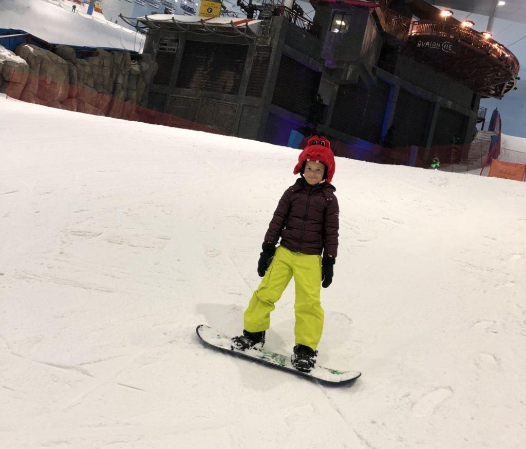 10 jaar! Ik kan het nog steeds niet geloven. Deze jongen heeft nu een leeftijd met twee cijfers. Ik was er echt nog niet aan toe, maar hij wel. En eindelijk mag hij nu snowboarden. Kind is gelukkig.