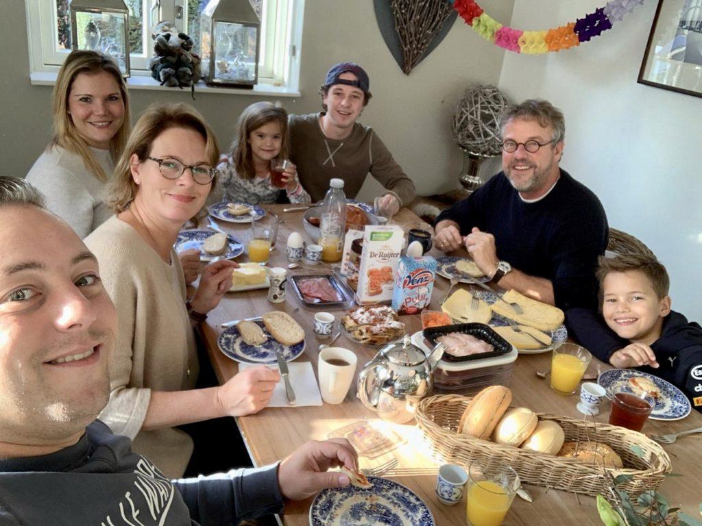 Deze foto is wel de realiteit. Gezellig ontbijten samen, na de avond daarvoor al heerlijk gegeten te hebben. We zijn voor nu weer lekker bijgekletst. Hele fijne momenten.