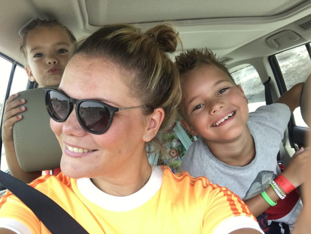Selfie met de kids. Soms zijn ze net zo leuk als op deze foto en soms iets minder ;-)