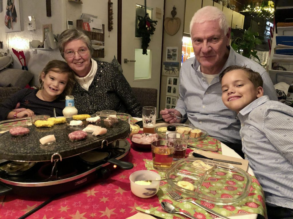 Kerst dus tijd om lekker te eten met opa en oma. Wat hebben ze het goed geregeld voor ons. We konden hier lekker slapen, in en uit lopen wanneer we wilden, de auto lenen, noem maar op. Zo super, super lief!